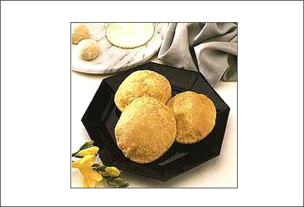 Poori - pain traditionnel indien frit