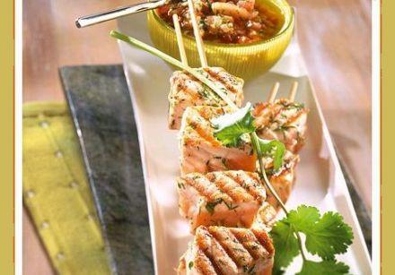 Brochettes de saumon sauce chien recette cr ole sur - Brochettes de poissons marines et grilles ...